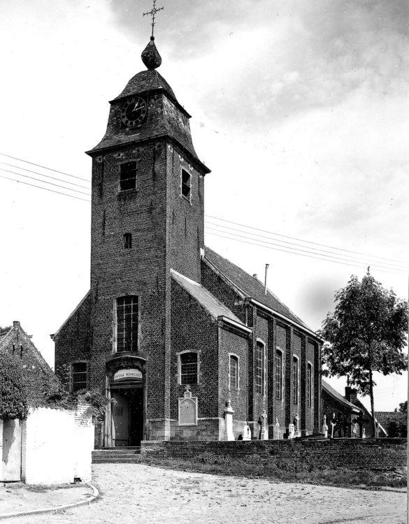 Sint-Pieterskerk te Leerbeek