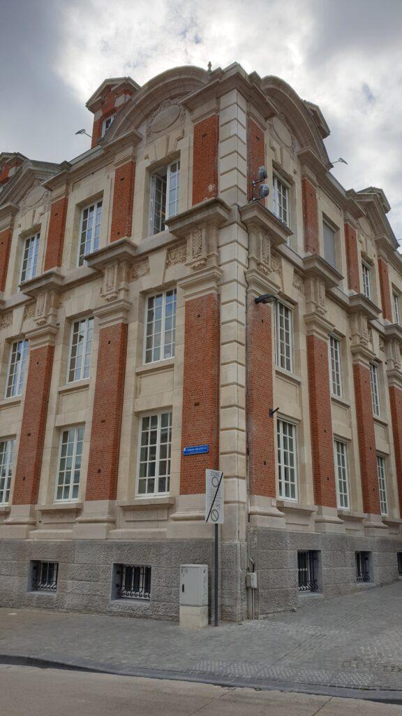Restauratie van de buitenschil en hoofdingang van het gerechtshof te Leuven